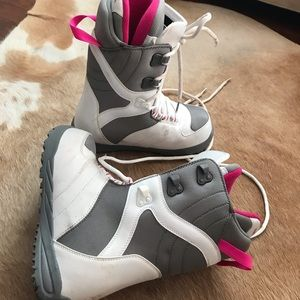 Snowboarding boots